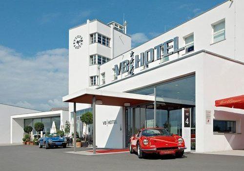 V8 Hotel Motorworld — mit Vollgas in die Koje